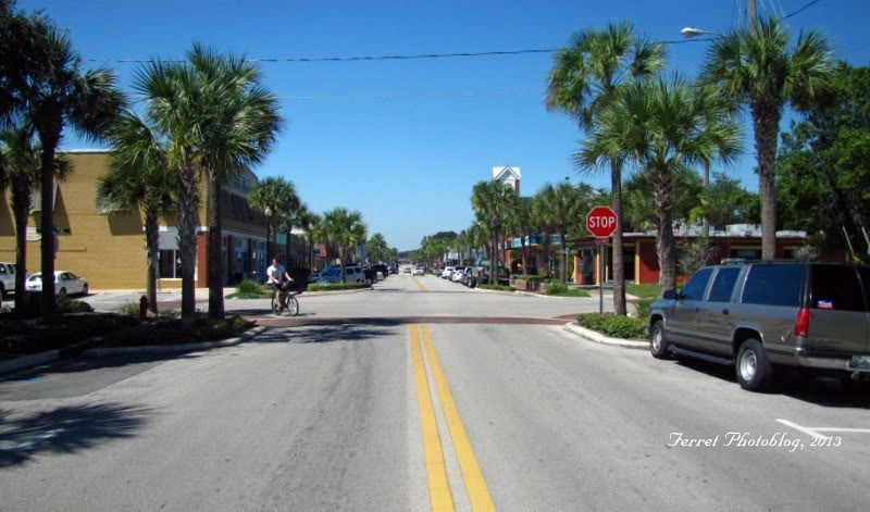 Main Street through Tavares, Florida