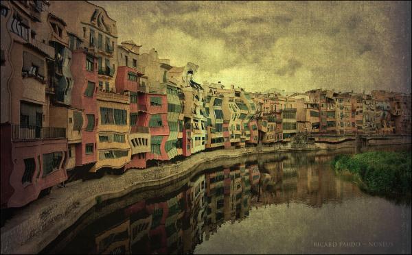 Girona, cases sobre el riu Onyar