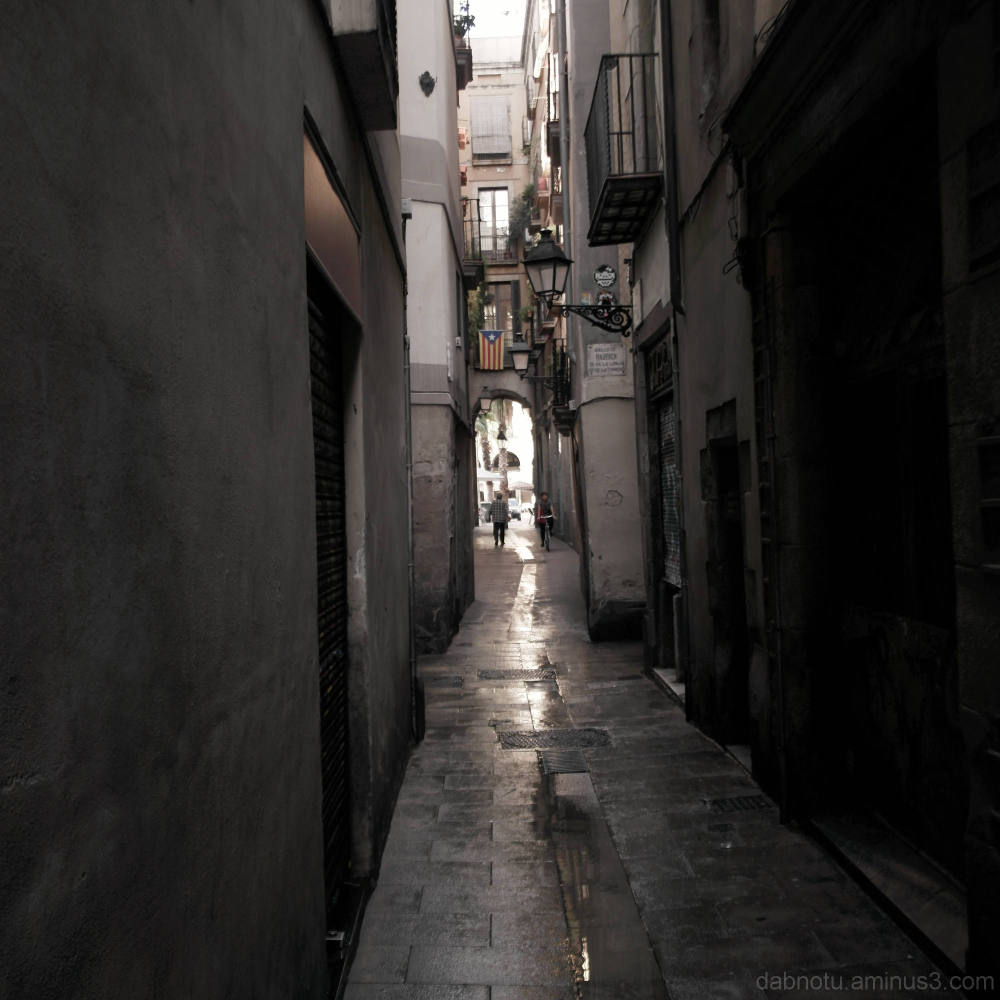 Barcelona street morning picture, narrow alley.