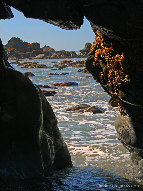 Brookings Oregon Beach Tunnal