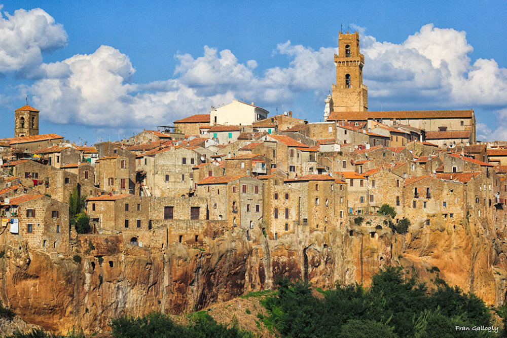 Pitigliano, one of 3 tufa towns in Tuscany