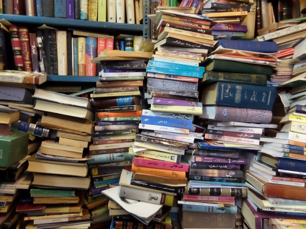 یک روز در کتابفروشی بیستون