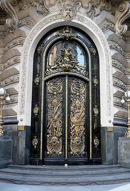 Puerta del Museo Naval