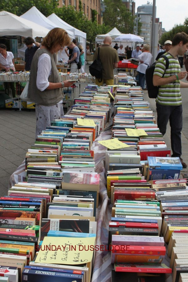 SUNDAY BOOK MARKET