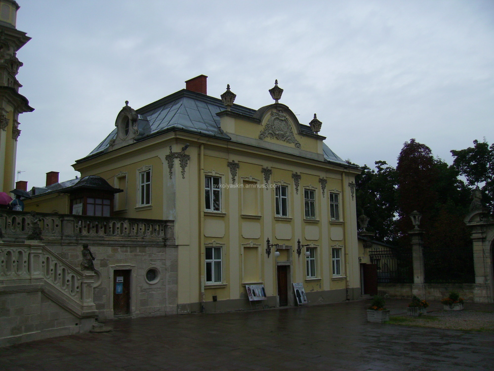 Office building  of  the  Saint  Jur  Temple