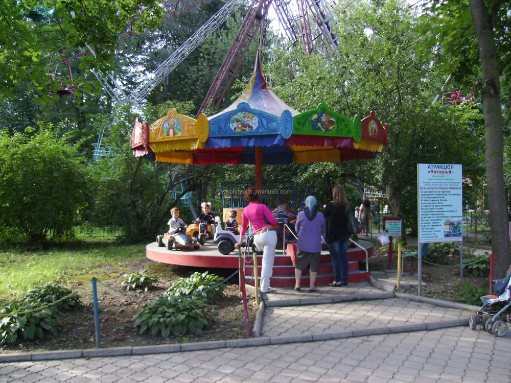 "Attraction ""Roller  coaster"""