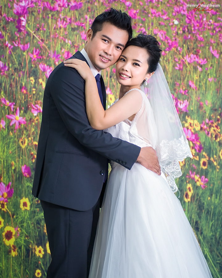 Wedding portrait of a Chinese bride and groom