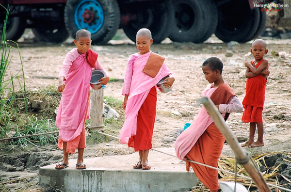 Myanmar (Burma), Mandalay, Young Buddhist nuns