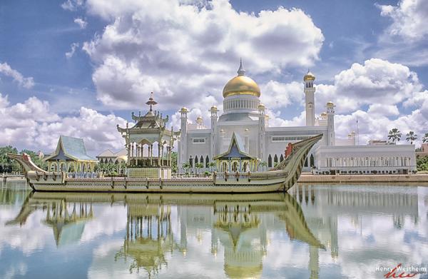 Omar Ali Saifuddien Mosque, BSB, Brunei Darussalam
