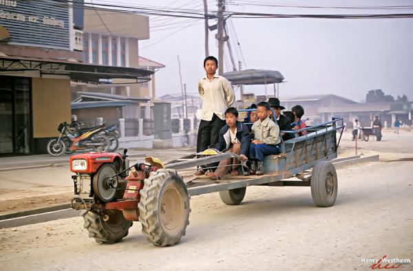 Laos, Family Road Trip, Phonsavan
