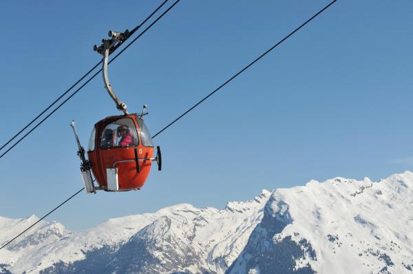 """red """"egg"""" ski lift at Samoëns (74, France)"""