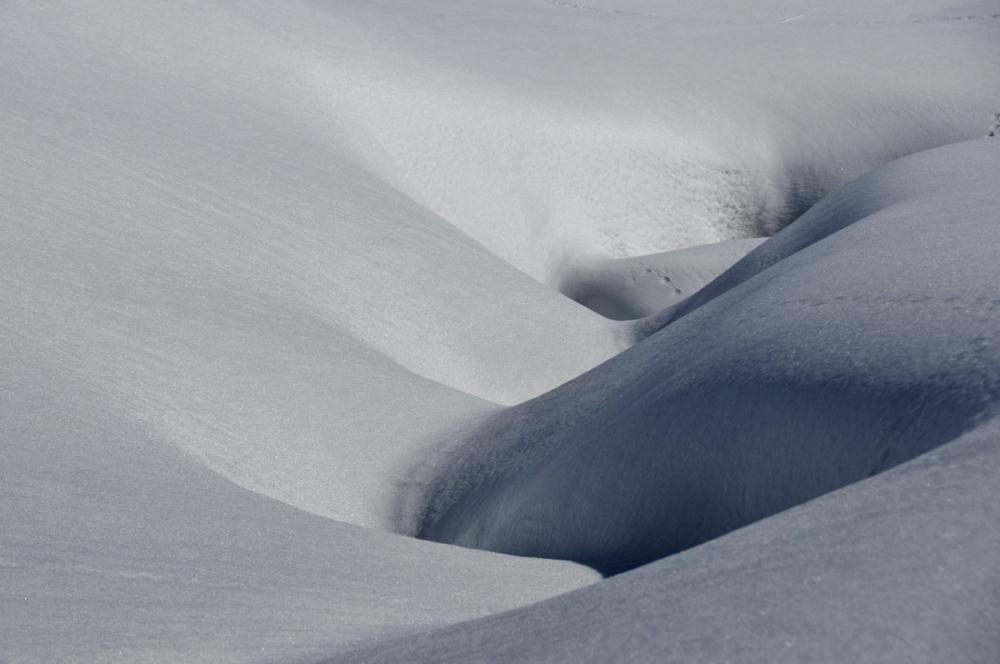 curves in snowland, col de Joux Plane