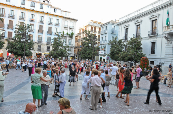 Granada : evening dance in the street