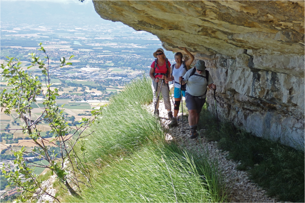 footpath of la Corraterie in Salève mountain