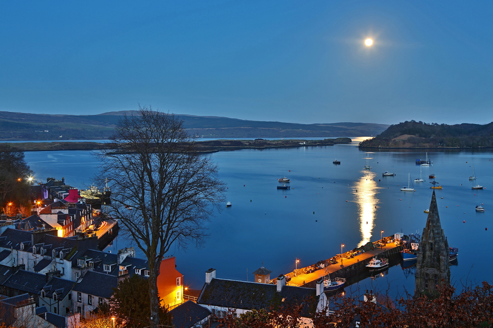 Tobermory night