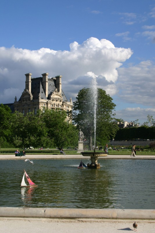 Sailing in Tuileries