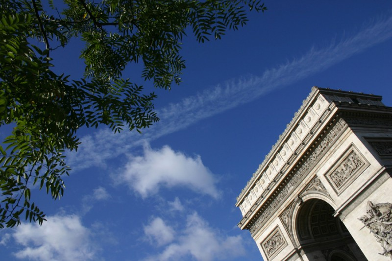 Clouds and leaves by the Arc de Triomphe
