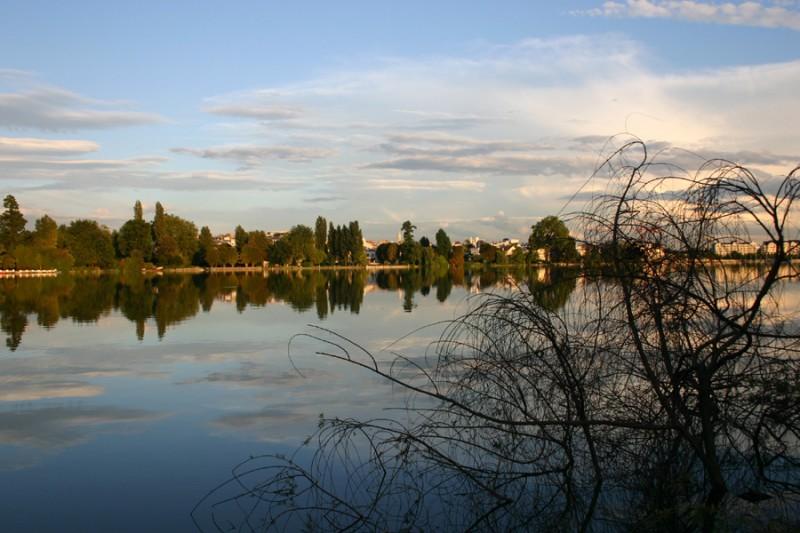 Still lake reflection