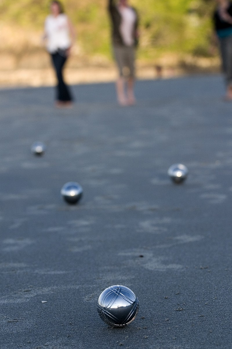 Pétanque on the beach