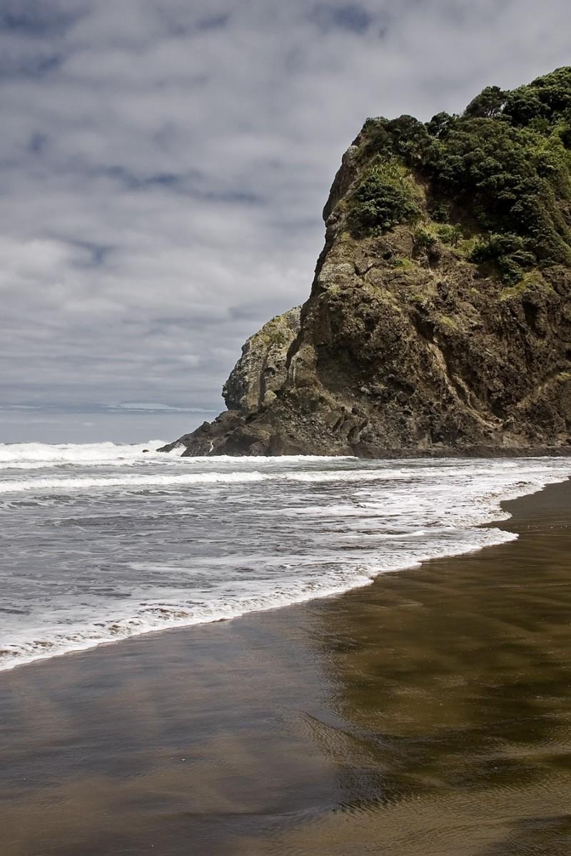 The cliffs of White beach