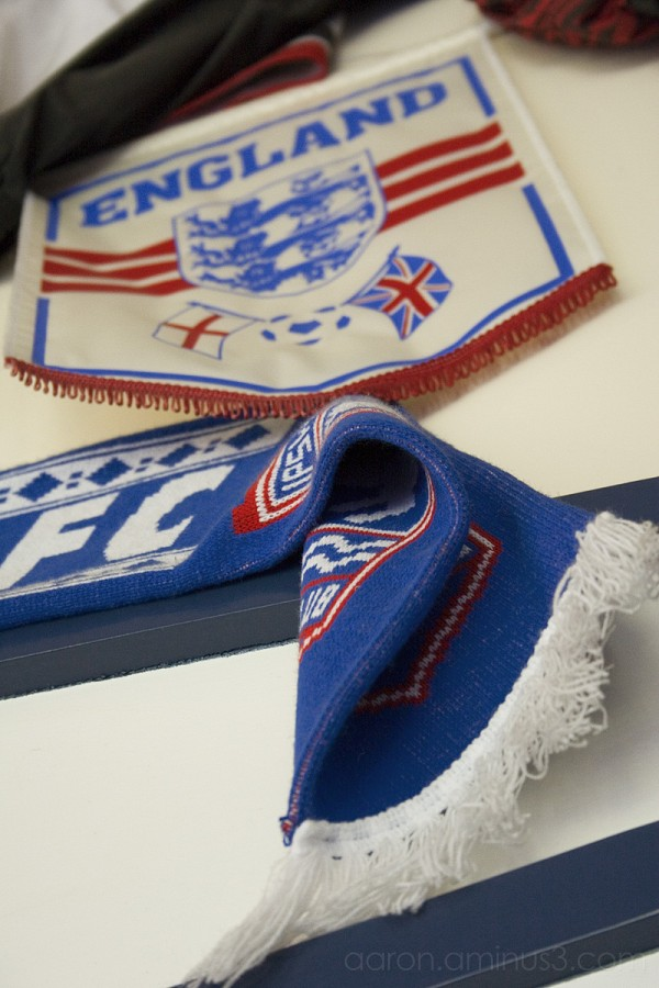 England crest and football scarf