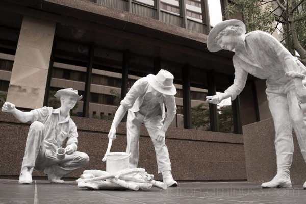 Statue of setters boiling water in Brisbane