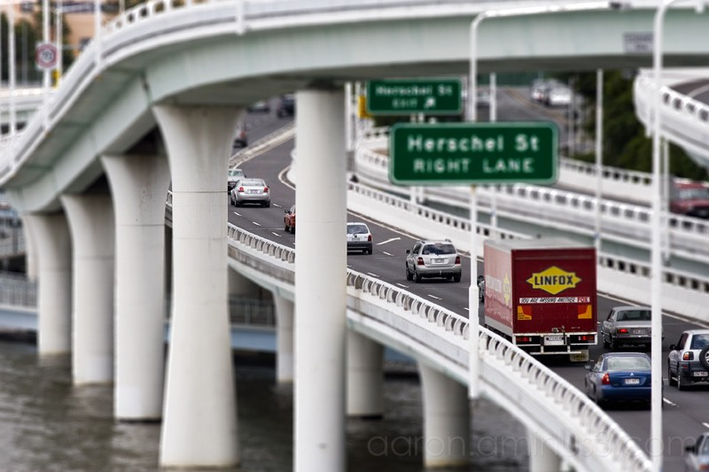 Cars on the Brisbane motorway
