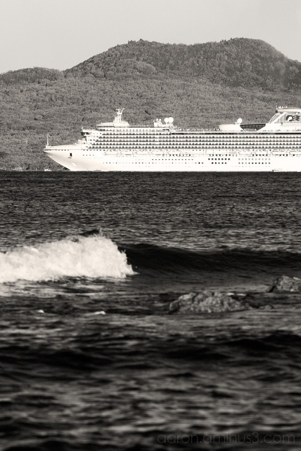 Cruise ship in front of Rangitoto