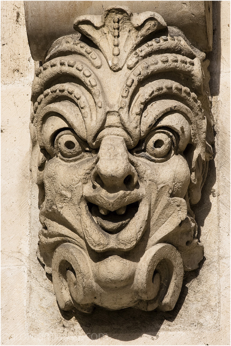 Smiling madman of Pont Neuf