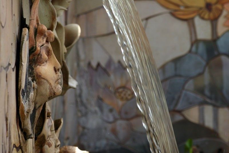 the face and the fountain