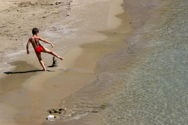 sea beach waves boy red suit