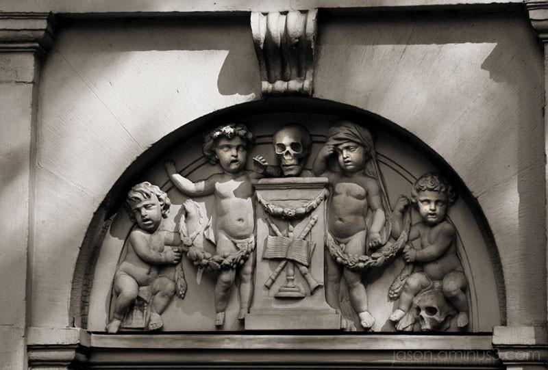 statue skull baby Amsterdam