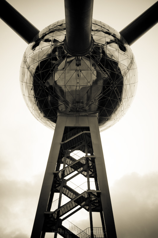 Atomium Tower (the light)