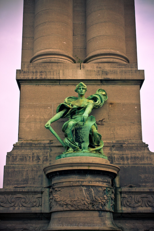 cinquantenaire statue