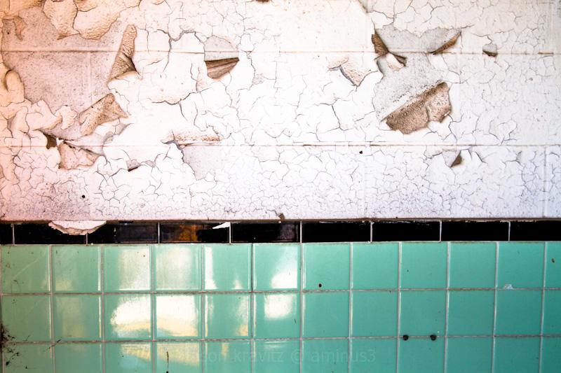 tile peeling wall texture