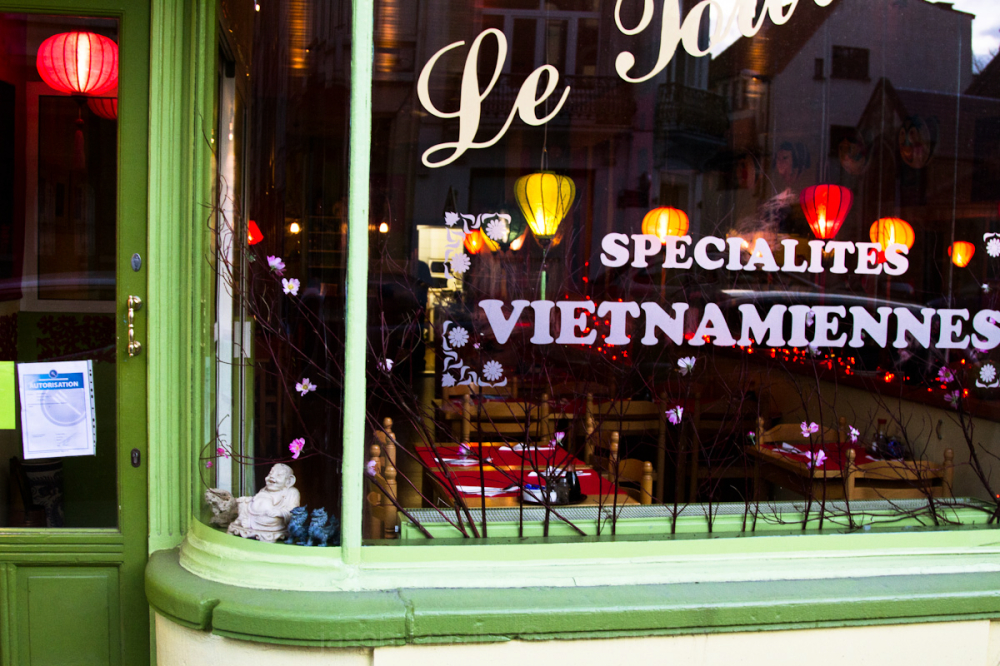 vietnamese restaurant window brussels