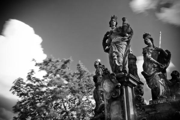 charles bridge sculpture