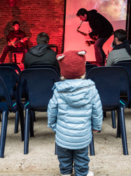 kid at the concert