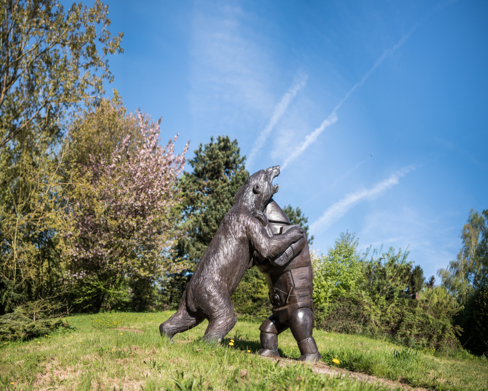 tom frantzen bear sculpture