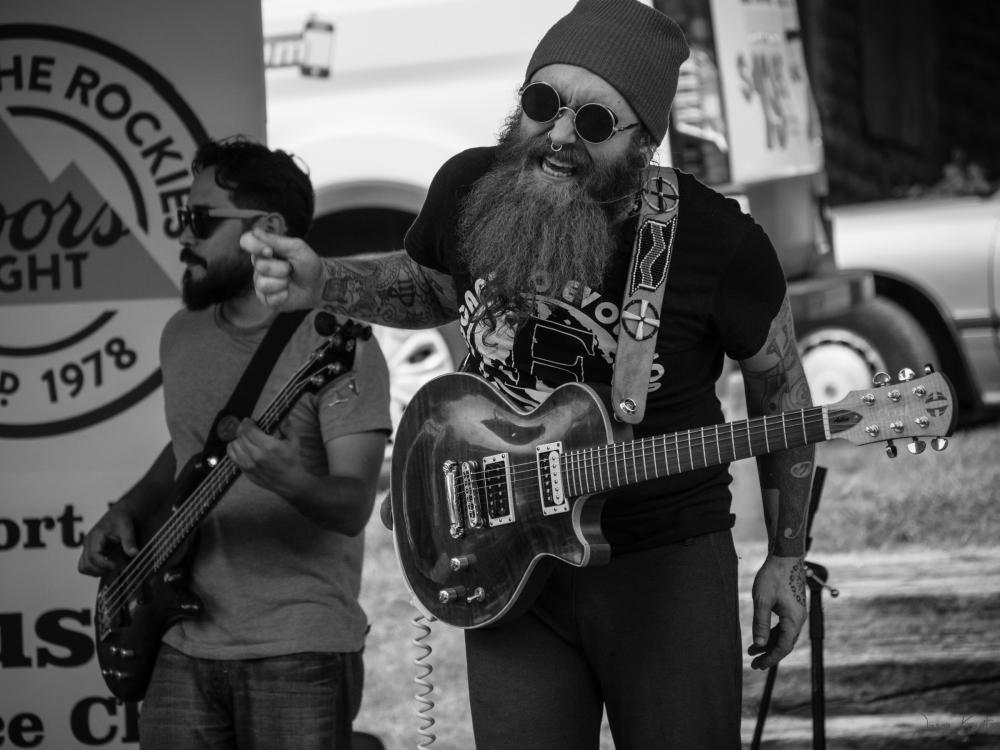 Brujoroots guitarist