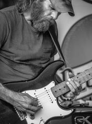 Garage Mahalix guitarist
