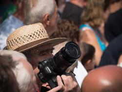 duisburg feesten photographer in the crowd
