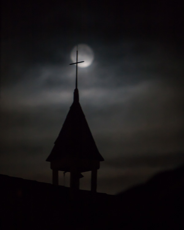 full moon chapel cross