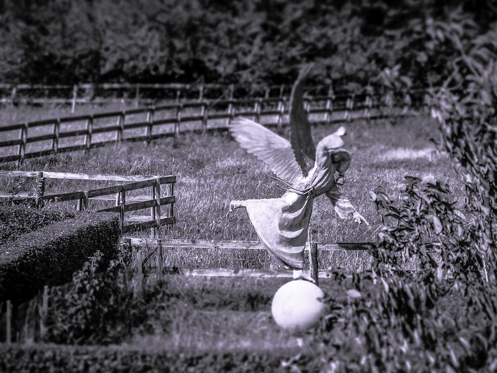 tom frantzen angel statue
