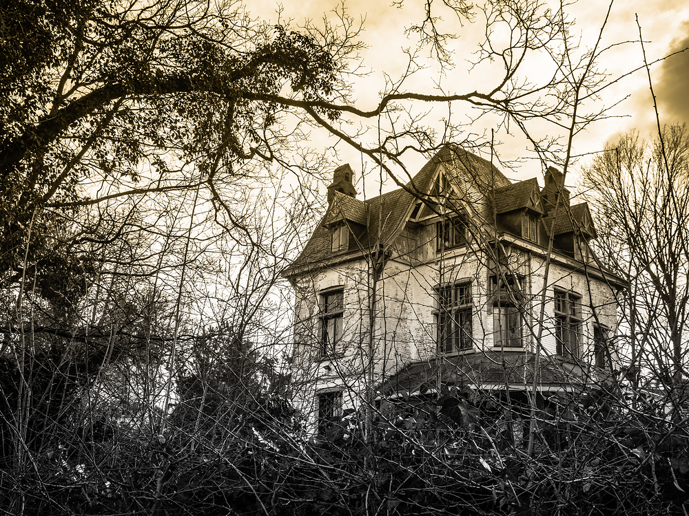 creepy old halloween house