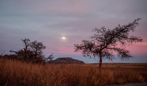 moon and mount scott oklahoma