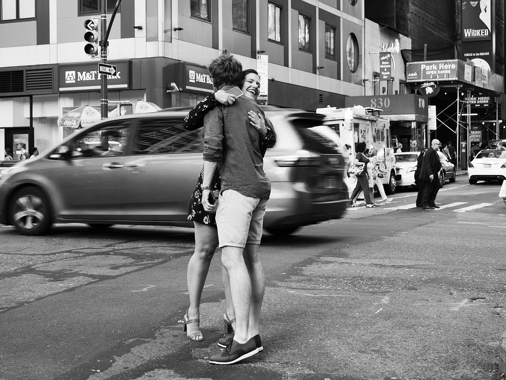 hugging couple new york city