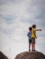 kids on a haystack