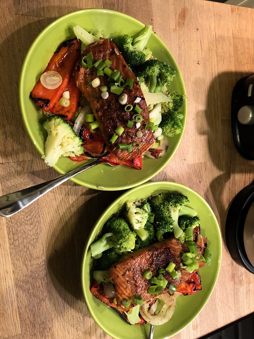 Teriyaki salmon bowls with broccoli and peppers