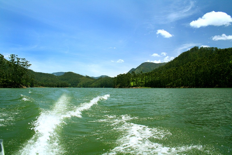 Beautiful Munnar lake kerala speed boating